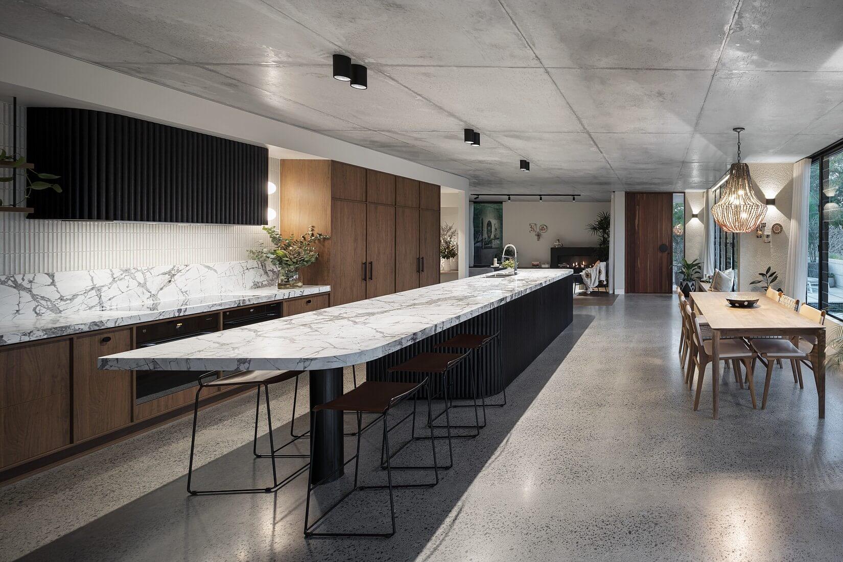 DESIGNER GRAYHAUS YERONGA HOME SELLS AT AUCTION - INNER IMAGE
