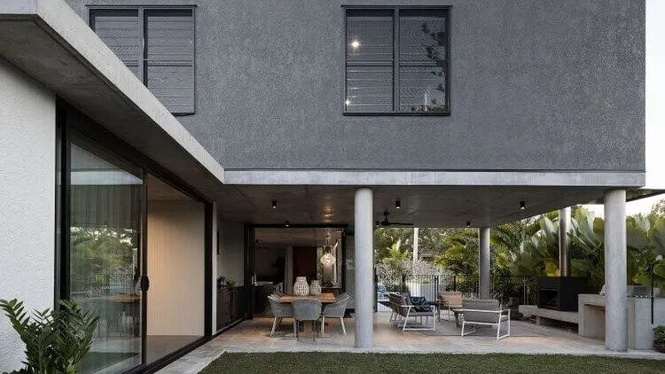 This house at 352 Brisbane Corso, Yeronga, is for sale. (2)
